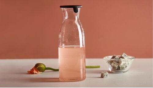 水壶和玻璃水瓶