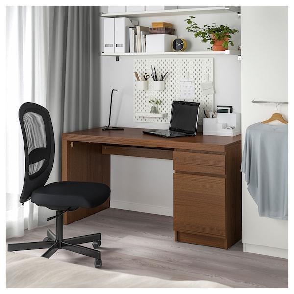 马尔姆 书桌 着褐色漆 白蜡木贴面 140 厘米 65 厘米 73 厘米 50 公斤
