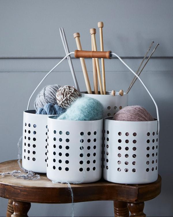 4个宜家 ORDNING 奥格宁 器皿架放在一起用来摆放针织用品。