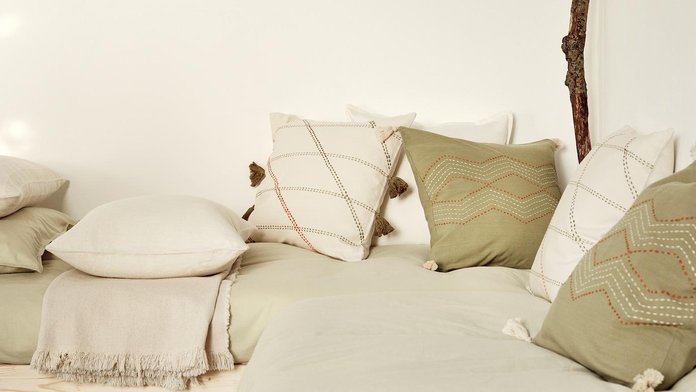 用新靠垫和垫套焕新家居环境的小贴士。