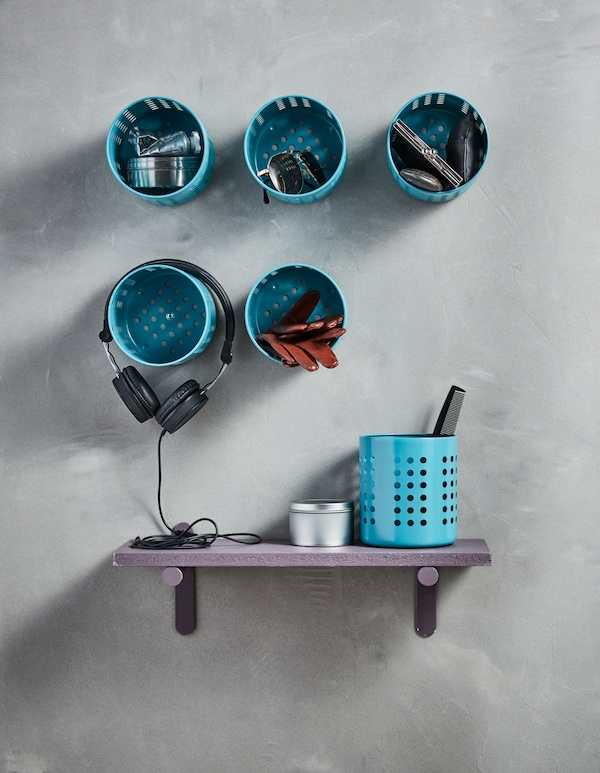 6个宜家 ORDNING 奥格宁 器皿架喷上蓝漆,钉在墙上用作储物件。