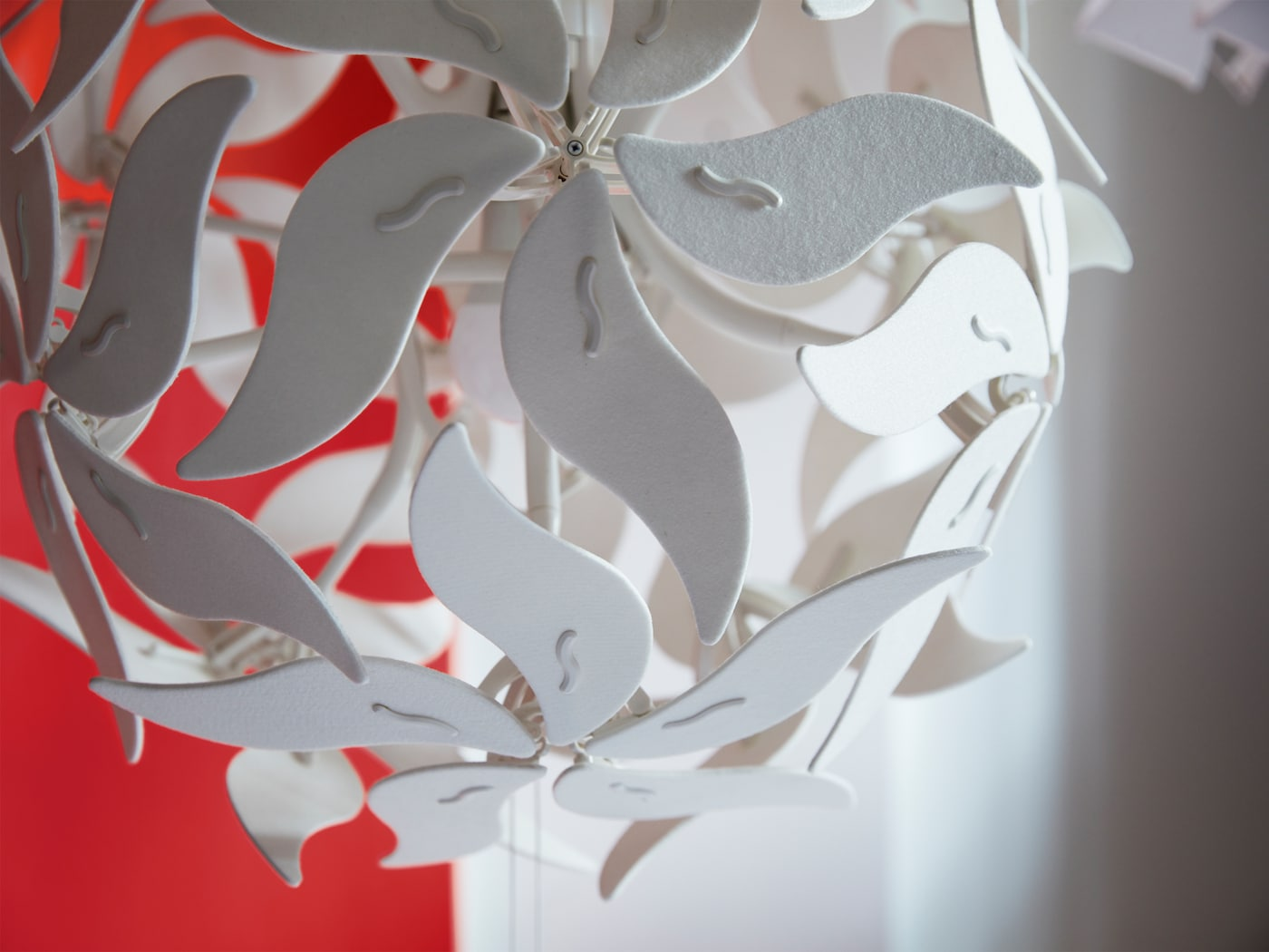 A close-up of RAMSELE pendant lamp in a flower design that can unfold when the strings are pulled.