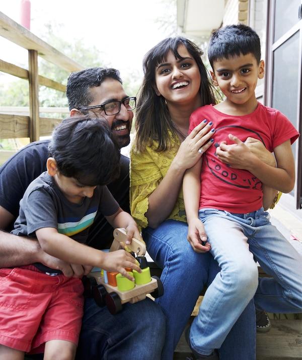 Abeer和家人的照片。