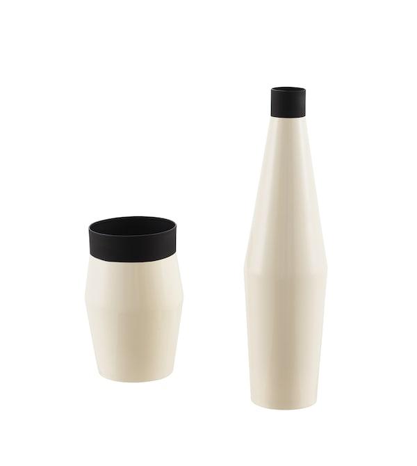 不同造型的两款黑色和象牙白色花瓶。