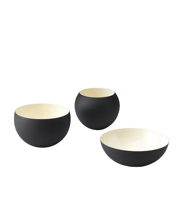 不同造型和尺寸的三款黑色和象牙白色碗。
