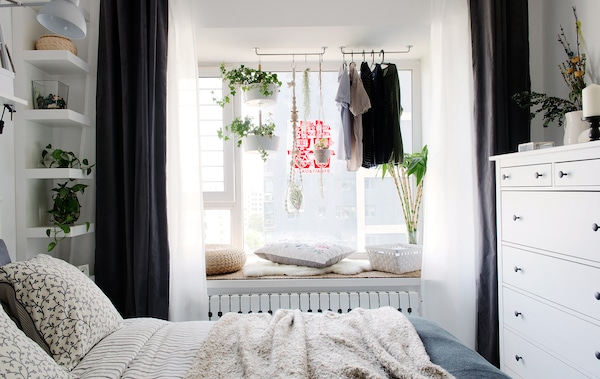 Create a restful, relaxing bedroom.