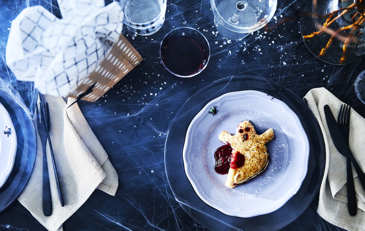 Cut out some scary pancakes with a knife. IKEA offers ready-made frozen pancakes that are easy to heat up. Serve on a side plate such as ARV in lilac and ÖVERSIKT dotted low glasses that are easy for the kids to grab and drink from!