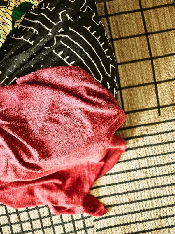 叠放的纺织品和地毯让卧室更独具一格。