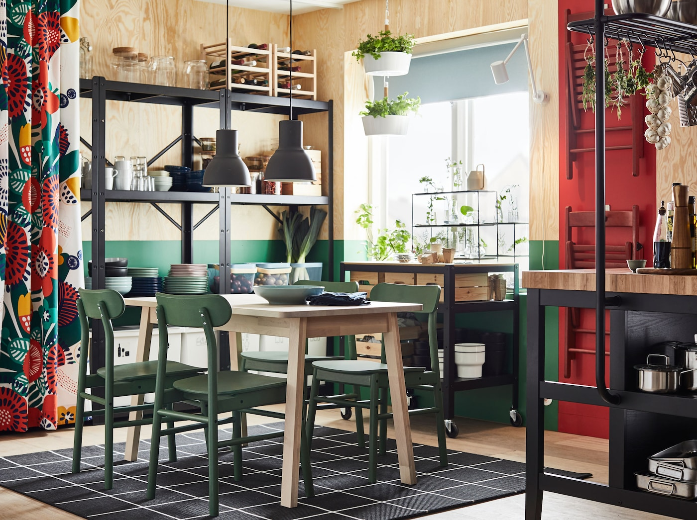 Explore this flower patterned and sustainable dining room, complete with IRMELIN bright flower coloured curtains, TORHAMN kitchen island and solid birch NORRÅKER dining table, to name a few.