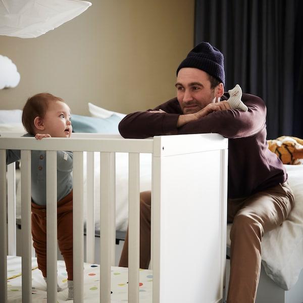 关于玩耍和玩具以及婴儿发育的信息。