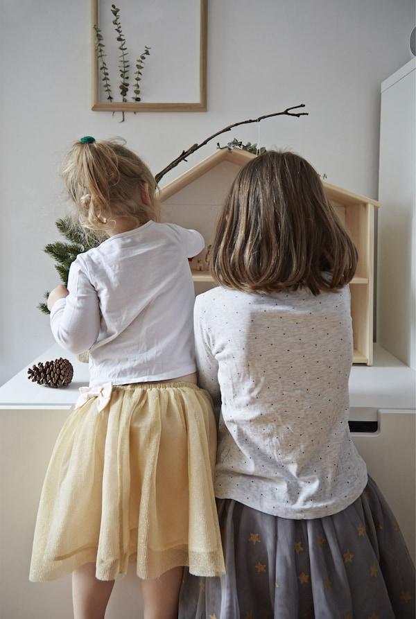 孩子们可以在玩偶屋玩。