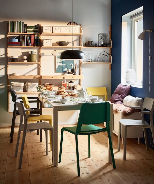 Have breakfast with up to eight friends on an IKEA VANGSTA white extendable table. Its smooth melamine table top is stain resistant. Pair it with sturdy JANINGE stackable plastic chairs in different colours for a modern pop.