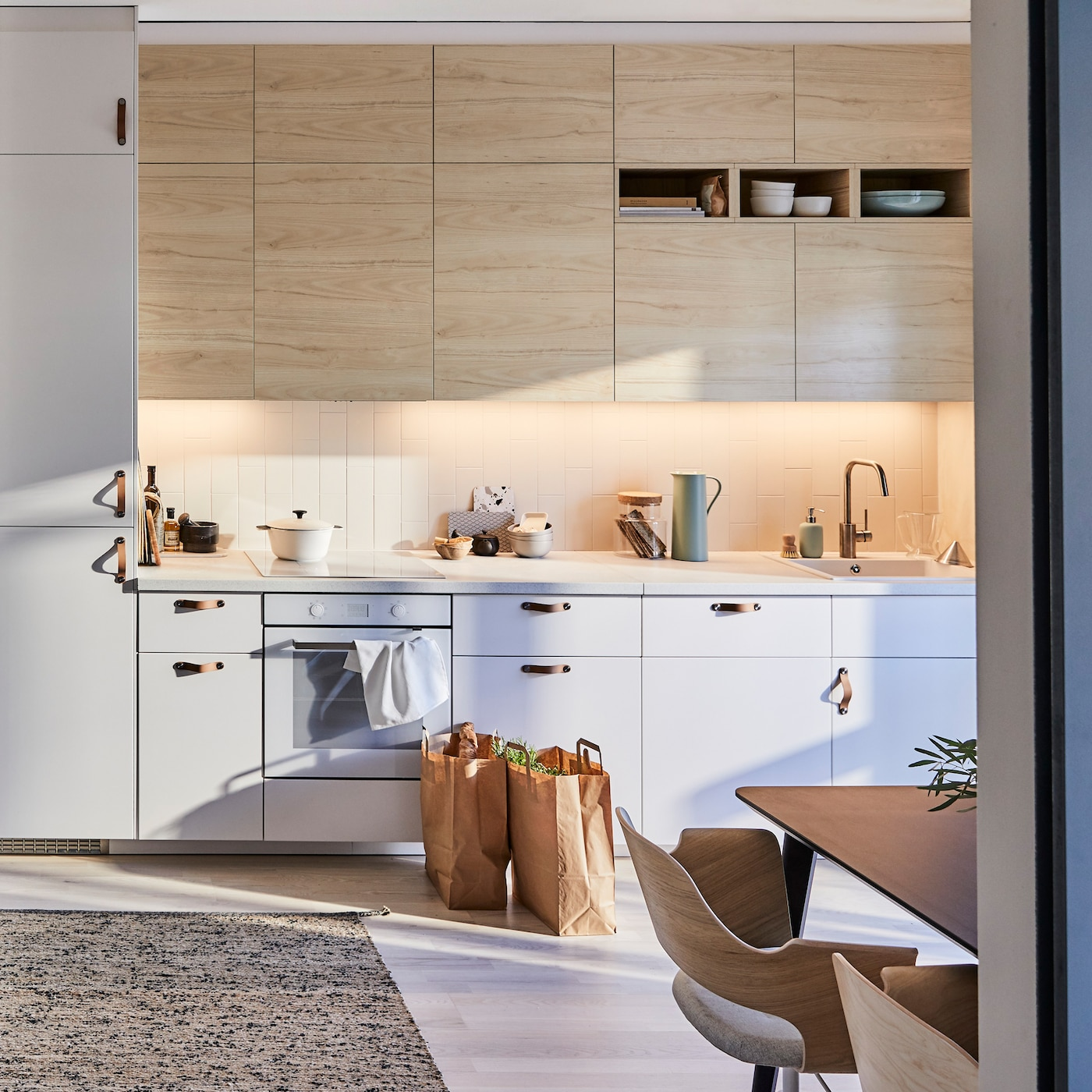 IKEA METOD kitchen with light wood ASKERSUND ash effect door fronts pair well with a MELHOLT flatwoven rug woven from jute and wool for a zen kitchen.