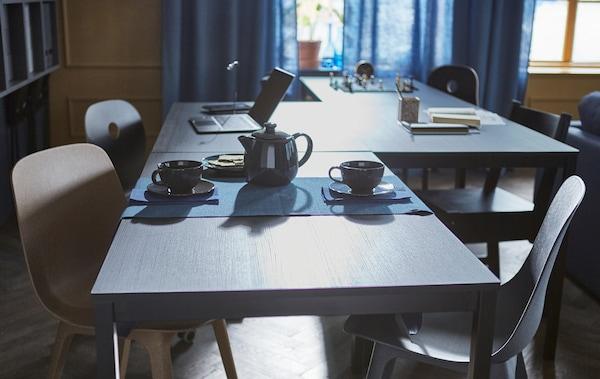 将4张桌子呈Z字形排列,适用于不同的活动,如下棋、做作业、喝茶等。