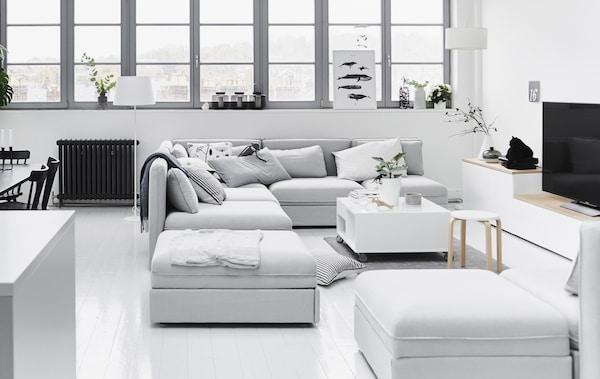 精心组合安排模块式沙发,方便社交。