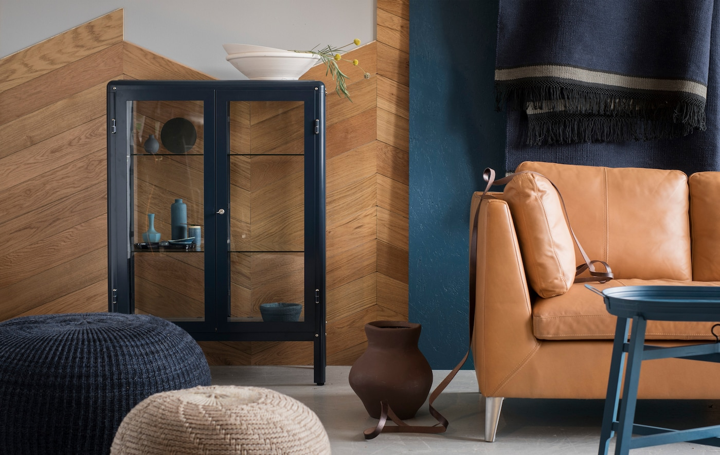 Let a mix of earthy tones, blue accents and authentic materials set the style for spring. Go for a combo of handmade rugs, woven baskets and blue accents. Display your favourites in a glass-door cabinet. Try IKEA FABRIKÖR glass-door cabinet in blue!