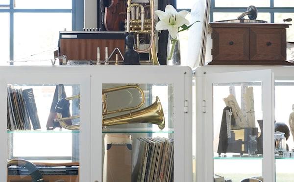 利用宜家 FABRIKÖR 法布利克 玻璃柜,让你最喜爱的艺术品得到应有的关注。