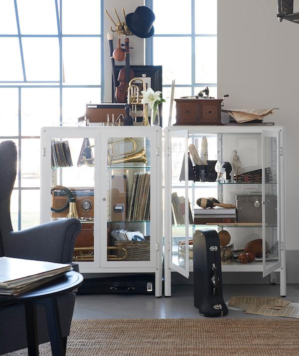 利用宜家 KÄMPIG 杉皮格 挂钩等其他类型的趣味储物件,搭配你的搁架单元。