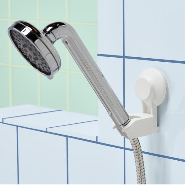 利用宜家 TISKEN 提斯科恩 带吸盘手持花洒托架,轻松乐享淋浴。这款固定在瓷砖上的白色塑料托架无需钻孔,可搭配任意一款手持花洒。