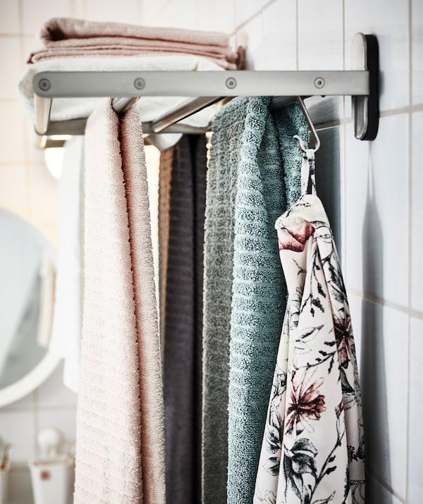 每个人分配一种颜色,这样全家人都知道应该使用哪条毛巾,而哪条一定不能用。