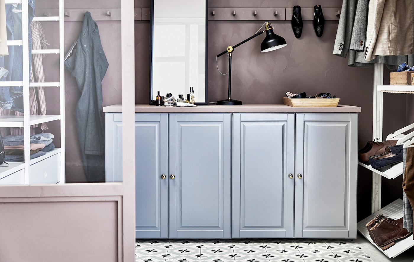 METOD is a do-anything, go-anywhere kitchen that lets you create literally thousands of different combinations. Here we used a cabinet as storage in a walk-in closet.