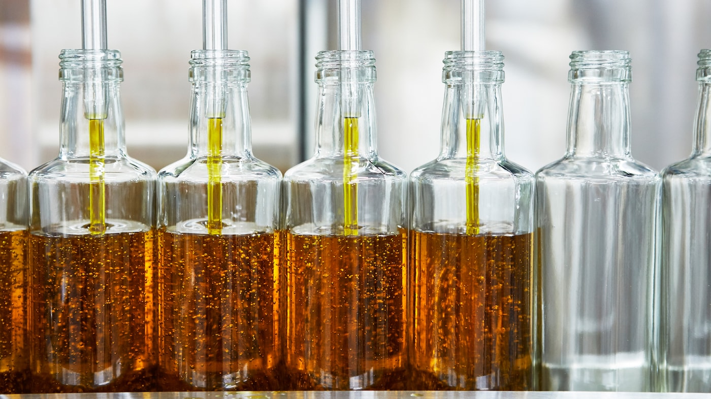 No chemicals are used when extracting the oils from the seeds in the IKEA SMAKRIK rapeseed oil production.