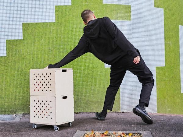 OMBYTE 欧姆比特 带脚轮储物组合件由两个胶合板储物盒堆叠而成。