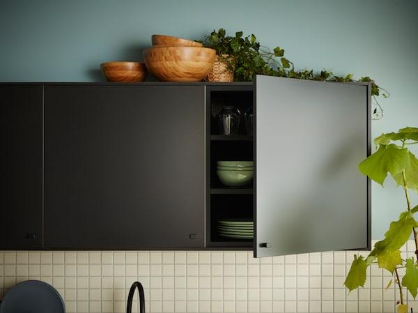 如果你想购买一款别具一格的全新厨房柜门,不妨试试可持续的 KUNGSBACKA 孔巴卡。当厨房完成它的使命后,KUNGSBACKA 孔巴卡 还可再次回收利用,制成新的物件。
