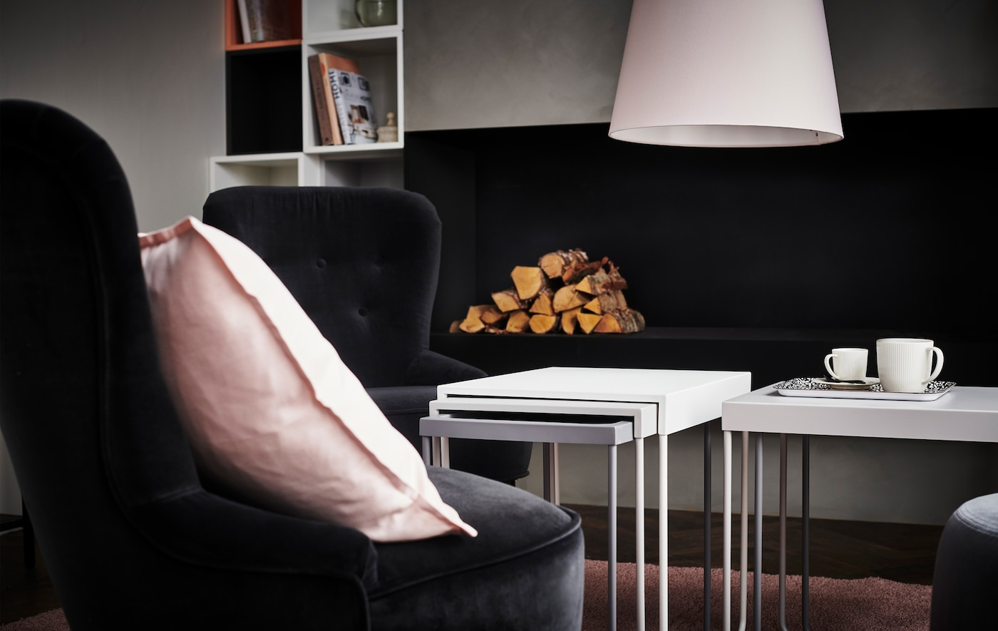 Select furniture in clusters and a themed colour palette add elegance and comfort to your living room.