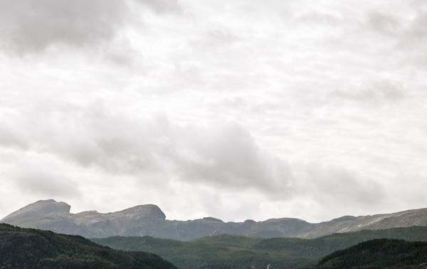 山峦起伏的挪威美景。