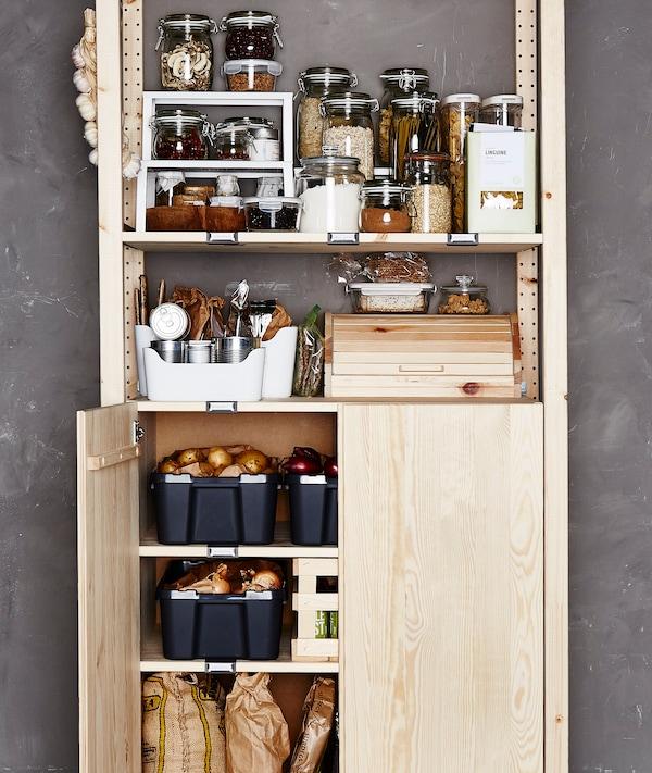 食品柜搁架单元用于收纳储存在玻璃和塑料盛具中的原料。底部有一扇门,打开可看见蔬菜存储情况。