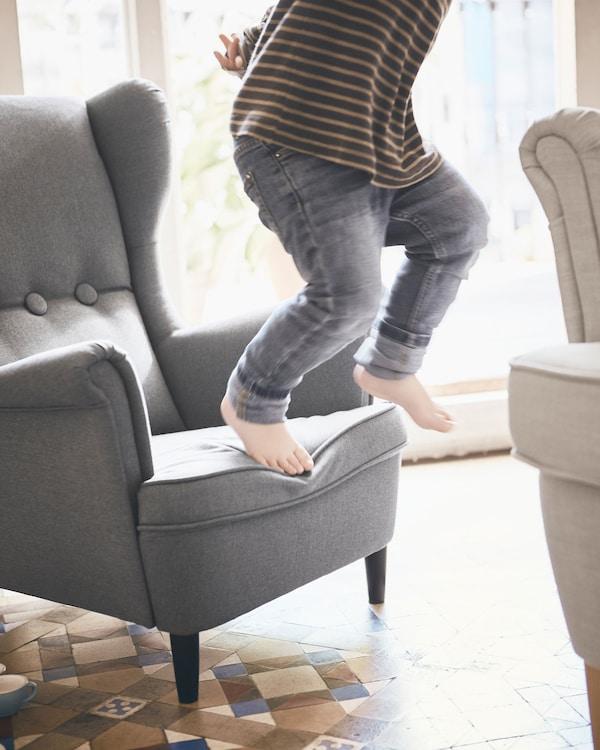 STRANDMON 斯佳蒙 经典儿童扶手椅安全稳固,更加贴合孩子的身形,孩子们可以在上面安心阅读,放心玩乐。