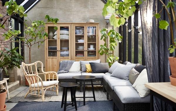 随意组合 KUNGSHOLMEN 昆索曼 户外坐具系列产品,根据户外空间打造出舒适的沙发。
