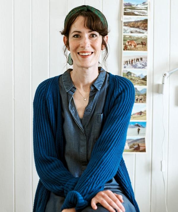 陶艺家Rena位于自己的斯堪的纳维亚风格的农舍内。