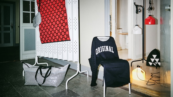 The SAMMANKOPPLA limited collection is displayed in a hallway lit only by the camera's flash bulb and one of the string of lamps.