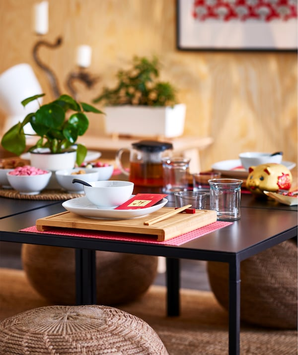The square RIMFORSA chopping board in bamboo can also be used as an Asian style placemat.