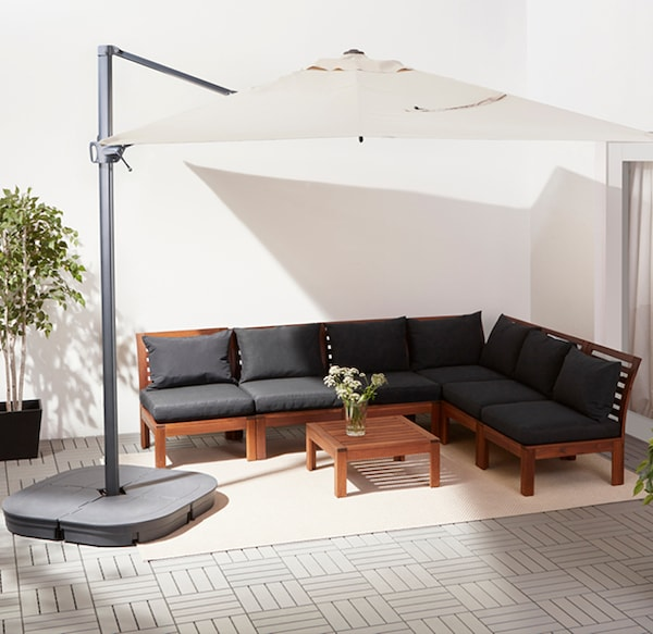 This dark blue IKEA LINDÖJA parasol canopy protects your family from both sun and light rain showers.