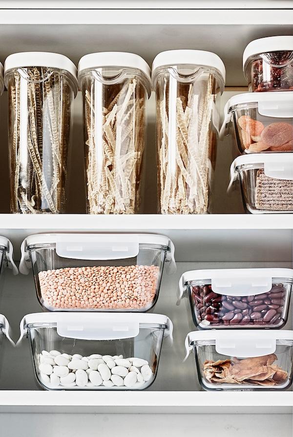 透明储物盛具可让你清楚地看到里面存放的食物。