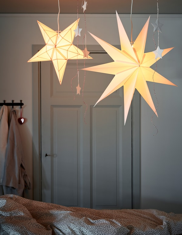 Want some holiday interior ideas? Hang pendant lamp shades on a cord set with rail from the ceiling, for example over a table or your bed (you can move them if you want to adjust the light). IKEA offers cord sets such as HEMMA double cord set with rail.