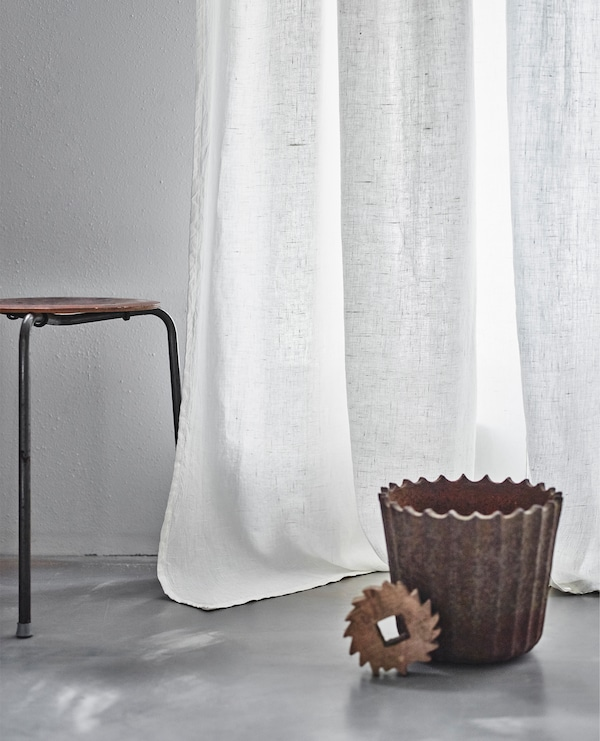我们的宜家设计师认为,飘逸的长窗帘与工业风家具搭配将成为未来的流行趋势。