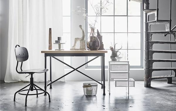 我们认为,工业风家具与纺织品、以及流畅的造型搭配将成为未来的流行趋势。