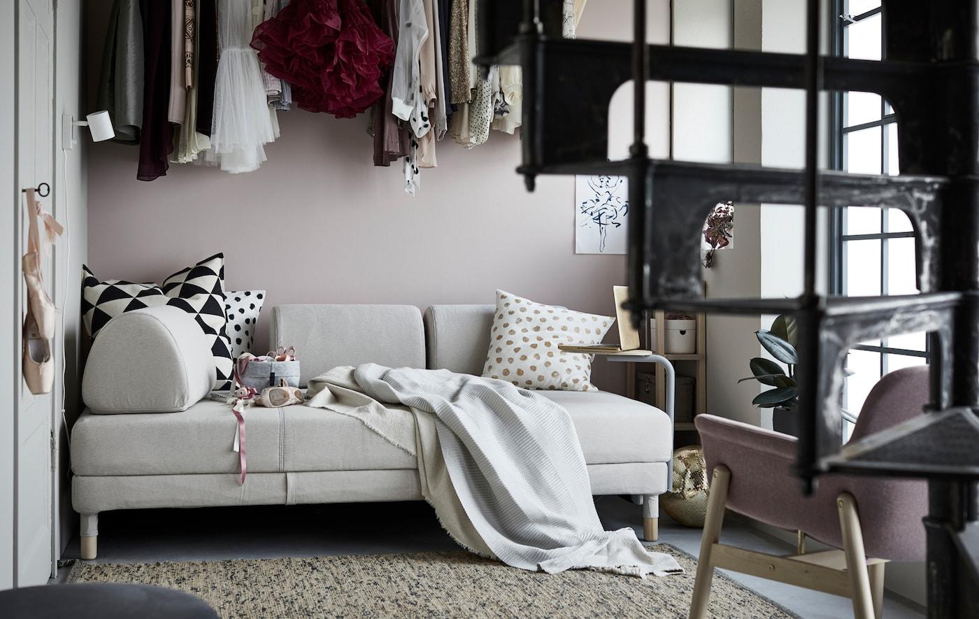 无论你喜欢什么活动,舒适便利的宜家 FLOTTEBO 弗罗特博 沙发床都可以成为你的活动中心。