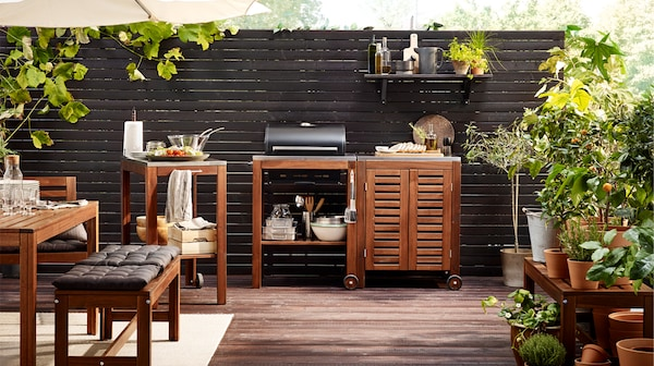 相思木结实耐用,非常适合打造 ÄPPLARÖ 阿普莱诺 这类户外家具系列。