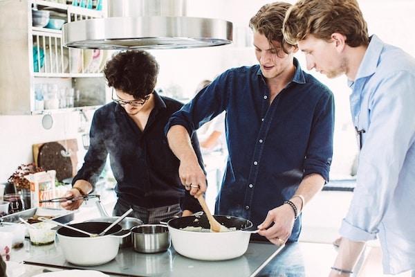 """一群推崇""""matlag""""或美食俱乐部创意的瑞典年轻人。"""