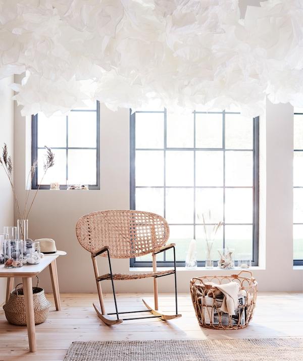 一整面天花板的 KRUSNING 克鲁宁 是不可能被人忽视的,无论如何布置,都会十分吸睛。