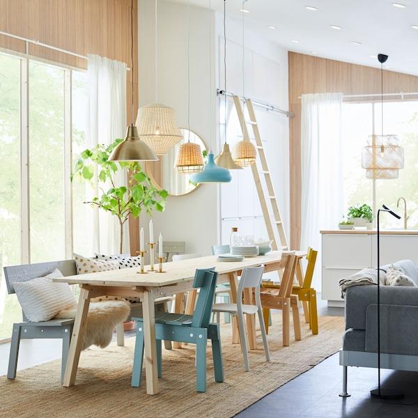 宜家 INDUSTRIELL 英德川 家具系列以可持续来源的松木手工制成,每一件家具都能为你的餐厅增添独特的气质。