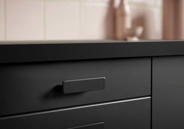 宜家 KUNGSBACKA 孔巴卡 不仅是一款可持续产品,它的外观也十分漂亮!令人惊艳的哑光饰面和斜面边缘使它看上去外观简洁、线条流畅。