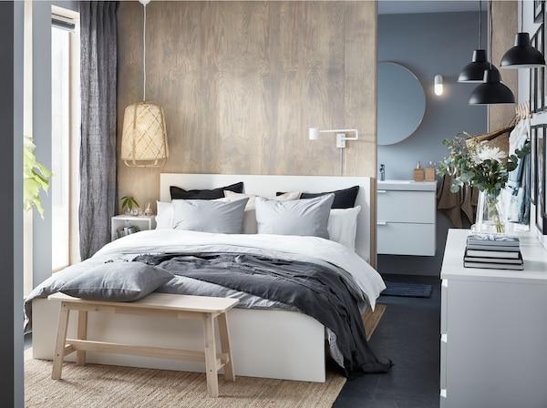 宜家 MALM 马尔姆 白色高床架设计简洁,每个侧面都十分精致,你可选择单独使用,或搭配床头板使用。