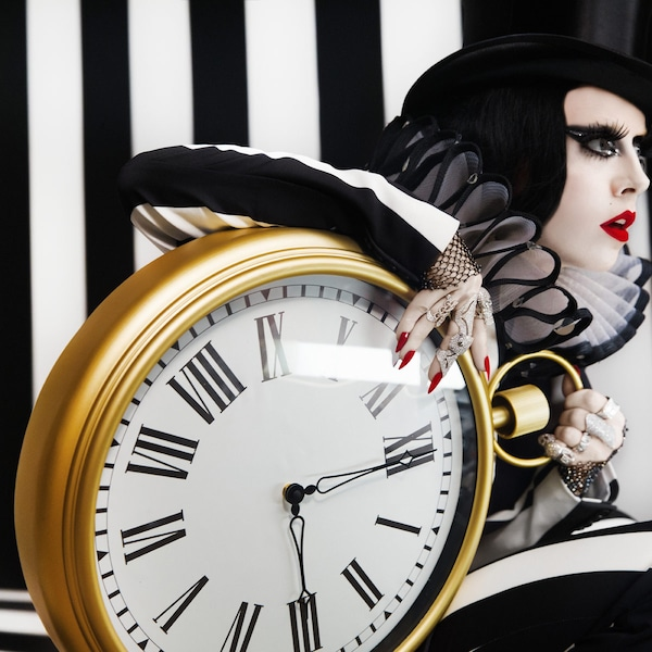 宜家 OMEDELBAR 乌米德巴 大号挂钟的设计打破常规,充满趣味性。