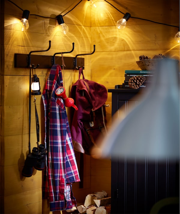宜家 PINNIG 佩尼格 3钩挂杆可用来挂多种物品,如外套、包包和配饰。